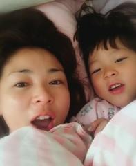 SHIHO・・・保育園が冬休みに入った娘サランちゃんとの2ショットを披露。