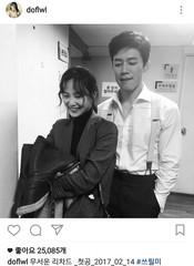 女優ユン・スンア、「結婚してもまだ恥ずかしい」・・・夫キム・ムヨルの隣で照れ笑ながら見せる笑顔がかわいいな。