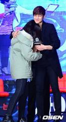 俳優キム・ボム、長年のファンの結婚式に出席する義理を見せる