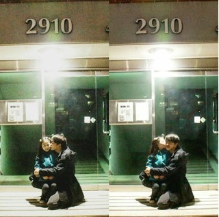 「被告人」キム・ミンソク・・・撮影クランクアップ後に子役を抱きしめて記念ショット!