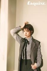 女優チョン・ソミン、グラビアでセクシー&ボーイッシュな両極端な魅力を発散。
