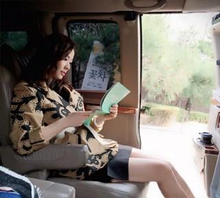 女優ソン・テヨン、ドラマ「あなたはひどいです」の台本に熱中する姿を公開♪
