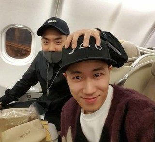 「SechsKies」ウン・ジウォン&チャン・スウォン、デビュー20年目の仲良しな友情ショット!