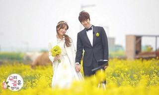 「ウギョルカップル」コンミョン♥チョン・ヘソン、済州島菜の花畑でセルフ結婚式を挙げる。