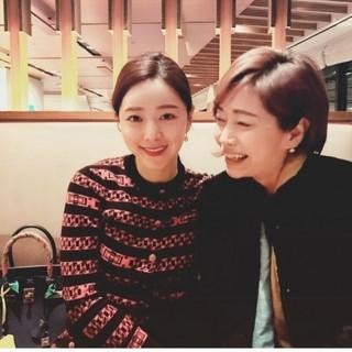女優ホン・スア、まるで姉妹のような母娘写真を公開し、話題に♡