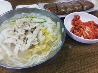 【韓国グルメ】夏にピッタリのさっぱりな「酢鶏クッス(酢鶏クッス)」を食す。京畿道河南