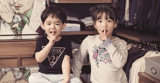 俳優イ・ボムスの子どもたち♡ソーダ姉弟がキッズファッション誌のモデルをつとめる♪