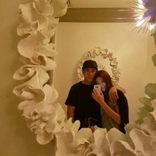 新婚チャ・イェリョン&amp&#59;チュ・サンウク、超密着ラブラブ写真公開。