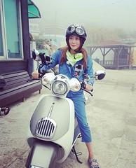 女優キム・ヒソン、オートバイにまたがるタフで可愛い姿を公開♪