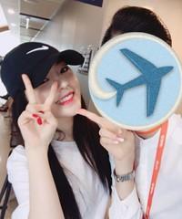 「Red Velvet」アイリーンとツーショット写真を写したチェジュ航空乗務員は親友!?