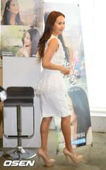女優チョ・ヨジョン、非のうちどころのない後ろ姿・・・ビキニのグラビアで認証。