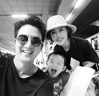 俳優チョン・ジュノ&アナウンサーのイ・ハジョン夫婦がとびっきりの家族旅行を楽しむ♪