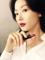 女優チョン・ジヒョンがセルカを公開!?ベールに包まれたプライベート。