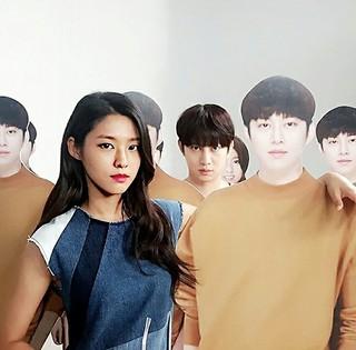 「AOA」ソリョン&「SJ」キム・ヒチョル、互いの等身大パネルを使って記念写真♪