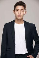 俳優のハジュンが韓国tvNの単発ドラマの主人公に抜擢される!