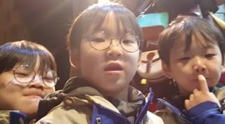 """俳優ソン・イルグク、三つ子ちゃんたちの""""初セルカ""""を公開して話題!"""