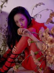 """歌手ソンミ、新曲""""主人公""""が8大音楽チャートで1位を獲得!好発進を見せる。"""