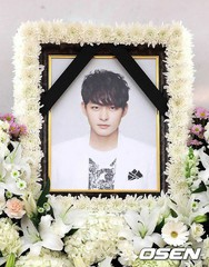 """故チョン・テスの出棺式が終了。""""ハ・ジウォンの弟""""ではなく""""俳優チョン・テス""""でありたかった男。"""