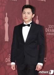 俳優チョ・ジョンソク、所属事務所「文化倉庫」との契約が満了を迎える。