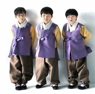 俳優ソン・イルグクの三つ子の息子たちが韓服姿で新年(旧正月)の挨拶を伝える♪