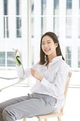 女優キム・ゴウンの「UNIQLO」広告撮影ビハインドカットが公開される♪