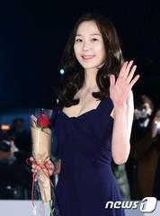 恋人を亡くした女優イ・ユヨン、7年かけて韓国芸術総合学校を卒業。