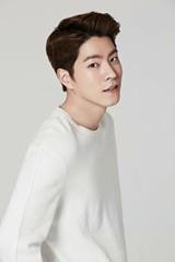 俳優ホン・ジョンヒョンが「JYJ」らと同じ「C-JeSエンタ」と専属契約を結ぶ!