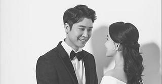 俳優チョ・ヒョンジェ、結婚式を前に美しい新婦とのウェディンググラビアを公開!