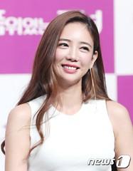 女優イ・テイムが突然の引退宣言!?心的苦痛が原因か。