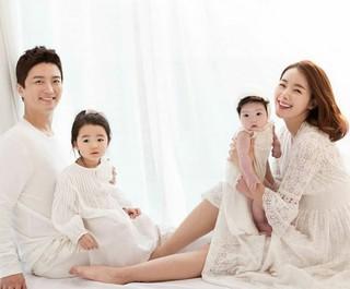 イン・ギョジン&amp&#59;ソ・イヒョン夫婦、2人の愛娘との幸せな家族写真を公開!