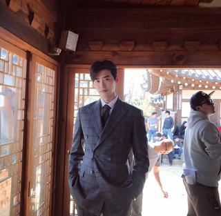 イ・ジョンソク、2話完結ドラマ「死の賛美」撮影現場での近況を公開。
