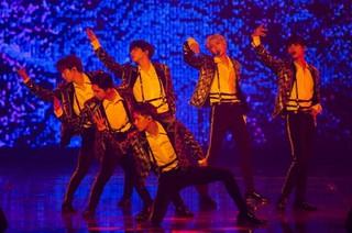 「VIXX」が単独コンサートの中でデビュー6周年をお祝いする!