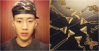 歌手パク・ジェボム、所属アーティストたちに一つ55万ウォンの純金ペンダントをプレゼント!?