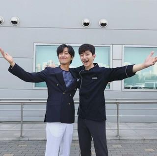 「キム課長」で共演のナムグン・ミンとジュノが久しぶりの再会を果たす!