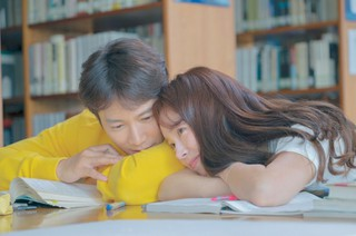 チソン×ハン・ジミン、ドラマ「知ってるワイフ」恋愛時代のドキドキスチールカットが公開!