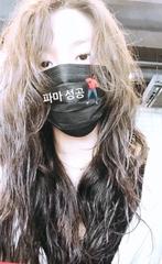 「AOA」ソリョン、パーマでイメチェン成功!マスクをしても隠せない美貌。
