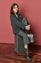 """女優イ・ボヨン、高級感溢れる知的なイメージの""""秋ファッション""""グラビアが公開!"""