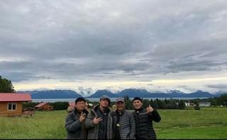 ラッパー兼漁夫(?)のmicrodotが「都市漁夫」アラスカ編の団体写真を公開する!