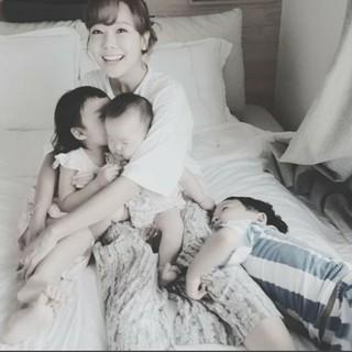 女優ソ・ユジン、3人の子どもたちに囲まれる幸せな日常写真を公開!