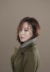 """女優キム・アジュン、""""死亡説""""を払拭するカリスマ溢れる秋ファッショングラビアが公開!"""