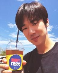 俳優ユ・ヨンソク、出演中のドラマ「ミスター・サンシャイン」撮影現場に「EXO」セフンからコーヒーカーが届く♪