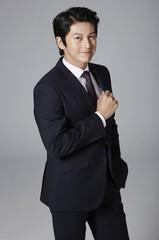 俳優リュ・スヨン、現在の所属事務所と専属契約を締結!厚い義理を見せる♪