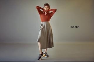 「AFTERSCHOOL」ナナ、スニーカーブランドのグラビアで秋スタイル!