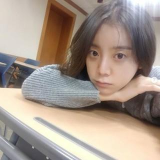 元「Wonder Girls」ヘリム、試験期間中にちょっぴり疲れた表情を見せる。
