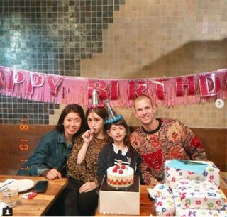 「I.O.I」出身チョン・ソミ、妹エブリンの誕生日を家族でお祝い!