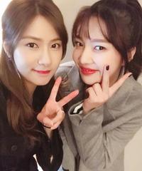 「Red Velvet」ジョイ×「Apink」オ・ハヨン、同じ年の彼女達!
