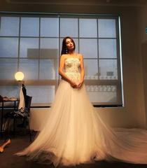 「イ・ビョンホン夫人」イ・ミンジョン、再びウェディングドレス姿を公開!