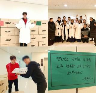 俳優ユ・ヨンソク、主演をつとめるミュージカルの仲間たちにダウンジャケットをプレゼント♪