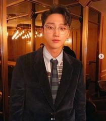「B1A4」ジニョン、SNSで見せたスーツ姿に胸キュン