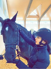 女優コ・ソヨン、旧正月連休は大好きな乗馬で優雅なひと時を♪